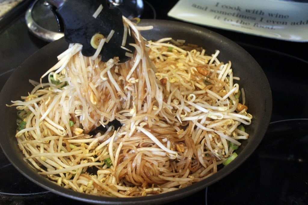 Toss bean sprouts and noodles alltogether
